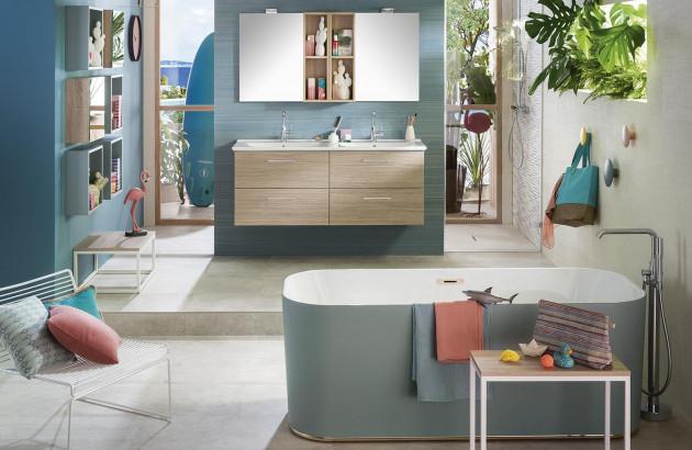 Salle de bain familiale et colorée avec double vasque