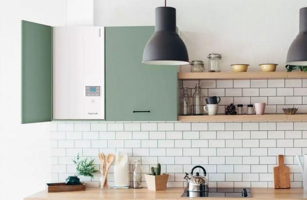 Chaudière murale gaz Naema 2 Micro dissimulée dans une cuisine