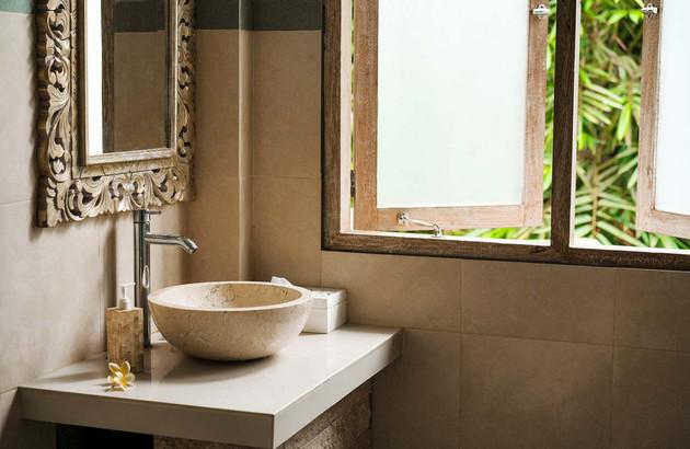 Nettoyer un lavabo en pierre