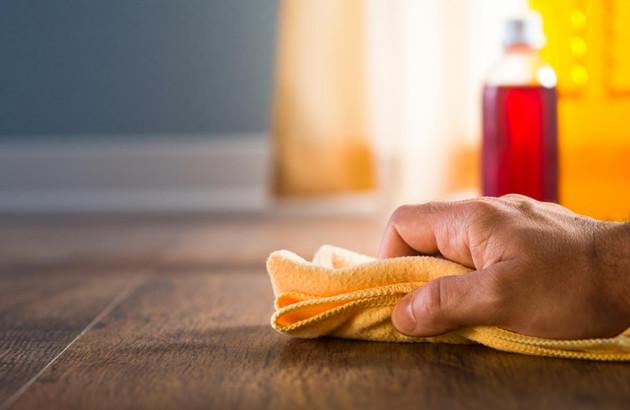 Nettoyage du parquet