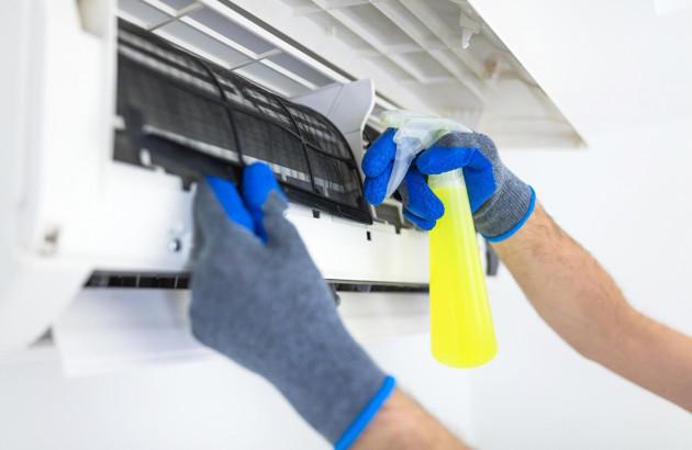 Produits d'entretien pour nettoyer une climatisation