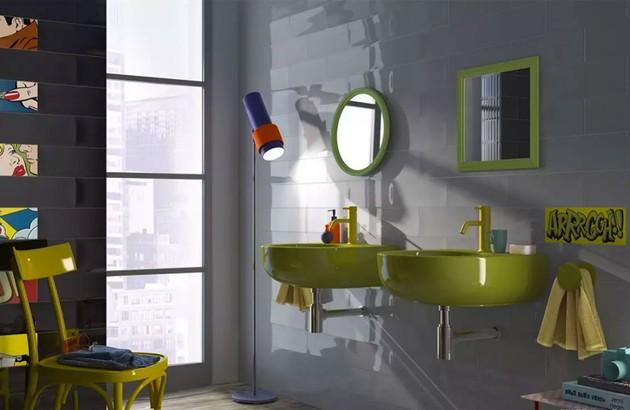 Salle de bains avec vasque en vert fluo et carrelage Pop Imola