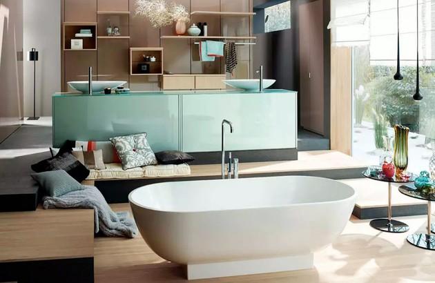 Grande salle de bains RC40 de Burgbad très bien agencée