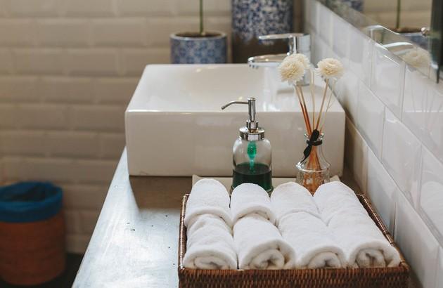Petits meubles adaptés pour ranger la salle de bains