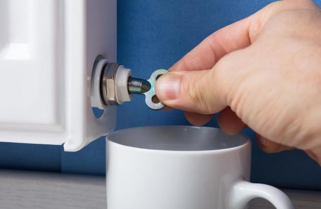 attaches des canalisations de radiateurs