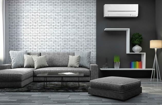 climatiseur mural réversible dans un salon contemporain