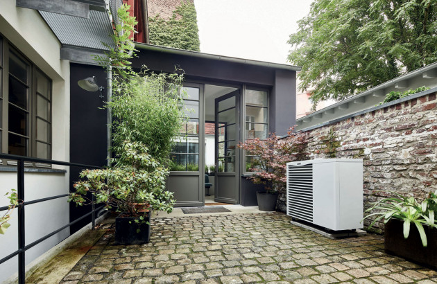 Pompe à chaleur à l'extérieur d'une maison
