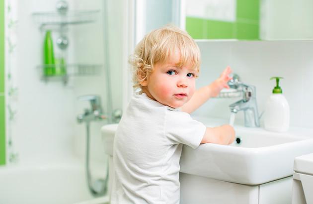 comment-securiser-la-salle-de-bains-pour-les-enfants-4