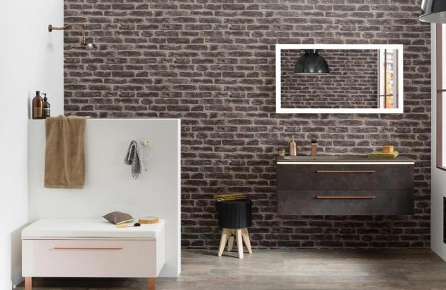 Mur de briques dans la salle de bains