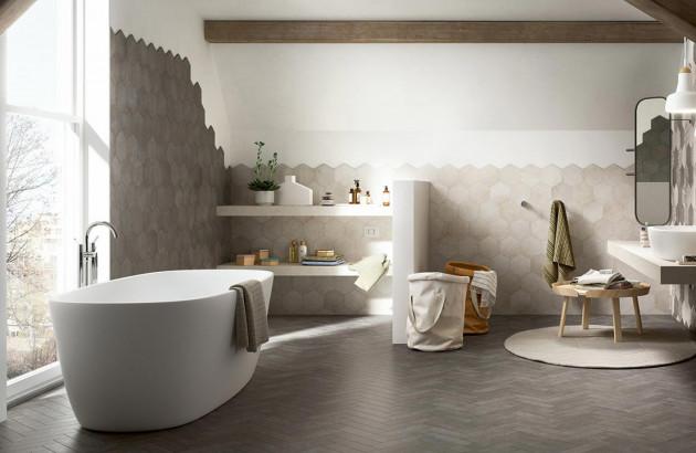 Mix and Match réussi dans une grande salle de bains