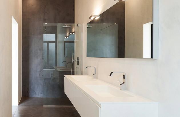 Douche italienne avec revêtement en béton ciré