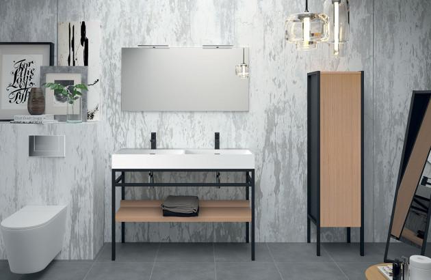 Belle salle de bains avec demi-colonne de rangement