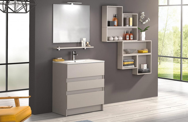Salle de bains aménagée avec des meubles Delpha