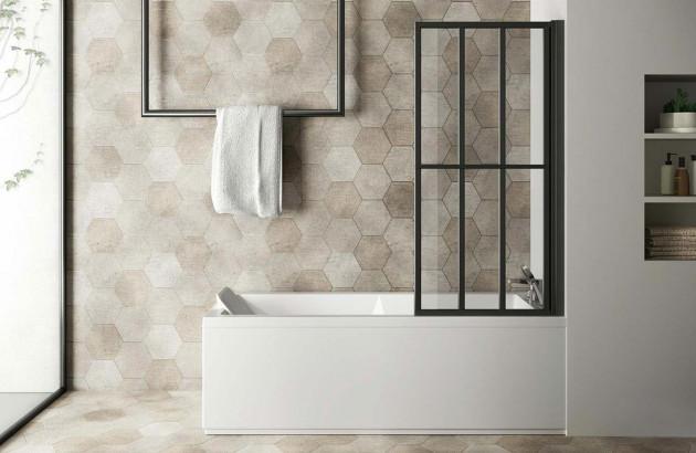 Le confort est optimal dans votre baignoire rectangulaire protégée par un pare-baignoire Loft Screen