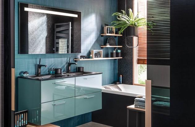 Salle de bains avec meuble Unique Glossy et étagères murales