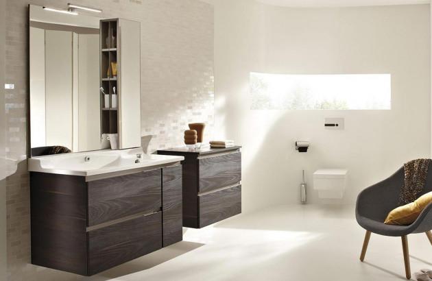 Salle de bains boisée avec des meubles Jacob Delafon