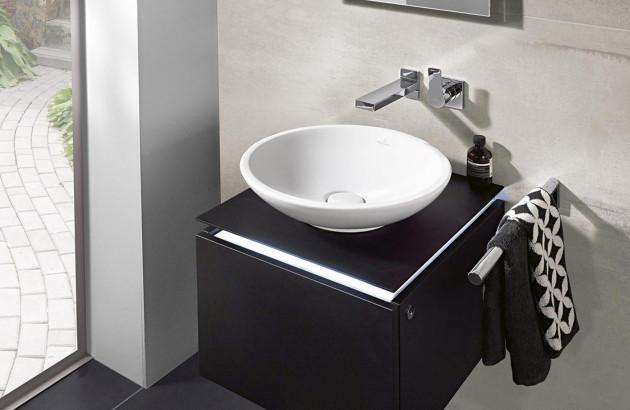 Petite salle de bains élégante grâce à la vasque Loop and Friends