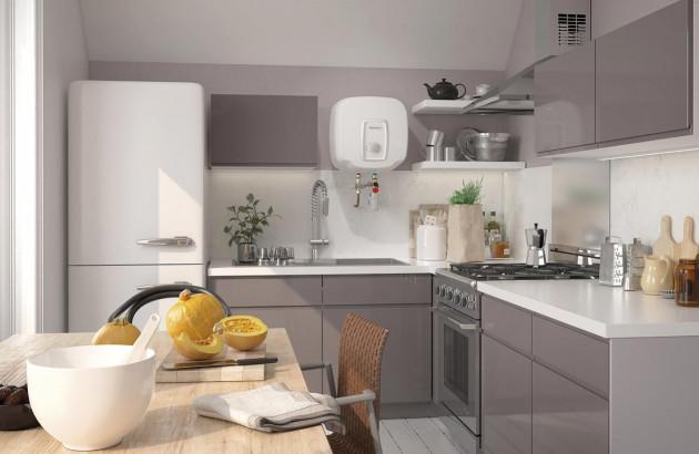 Chauffe-eau mural compact intégré dans une cuisine