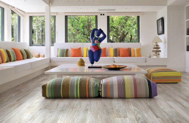 Du carrelage imitation bois pour un intérieur chaleureux