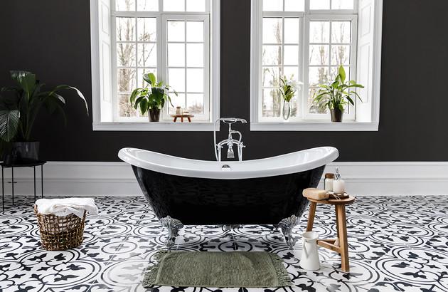 Baignoire ilot dans Salle de bains noir et blanc