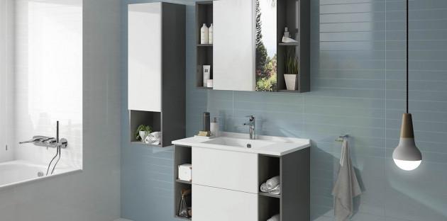 Meuble de salle de bains avec niches de rangement intégrées