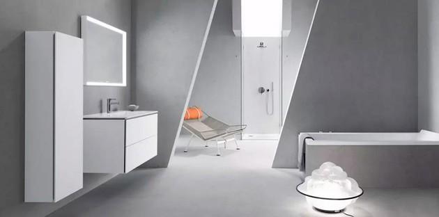 Comment décorer une salle de bains blanche