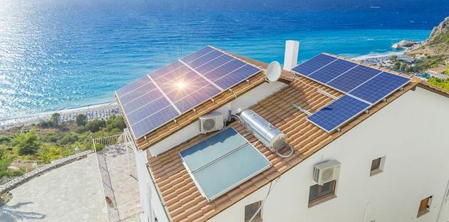 Panneaux solaire sur la toiture d'un logement