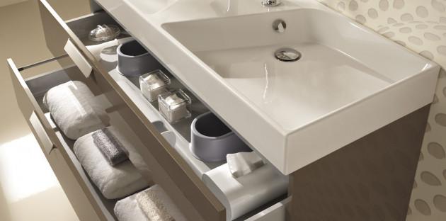 Tiroirs de rangement d'un meuble sous vasque