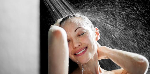 Moment de détente dans la douche