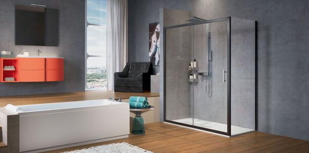 Douche italienne dans une salle de bains au style contemporain