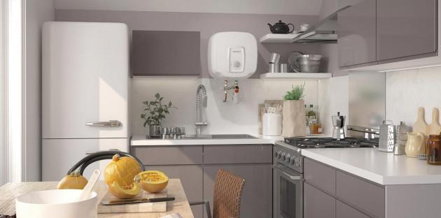 Chauffe-eau mural intégré dans une cuisine