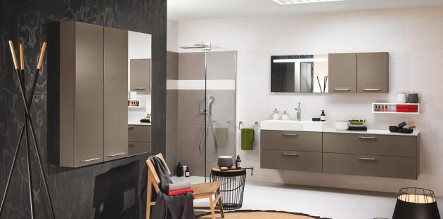 Embellir ses meubles de salle de bains avec des accessoires