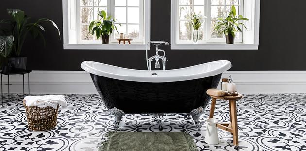 Baignoire dans Salle de bains noir et blanc