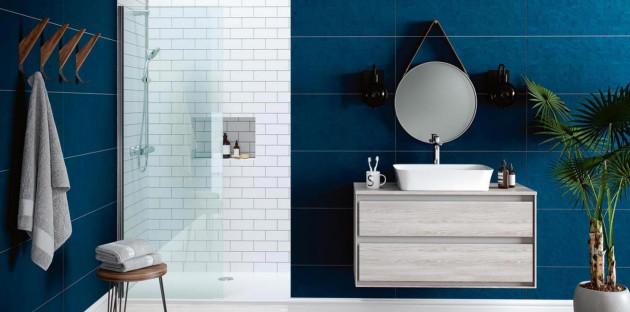 Meuble à tiroirs malins dans une petite salle de bains