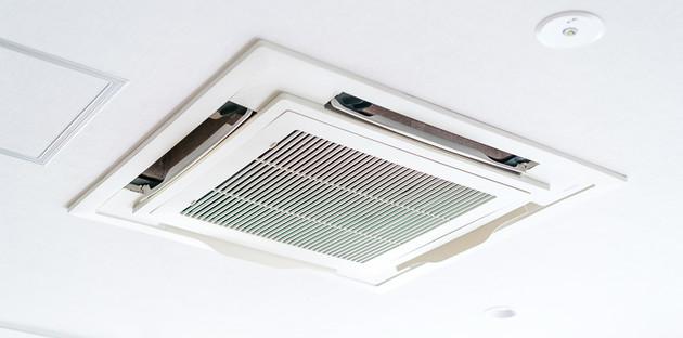 climatiseur-plafonnier-blanc