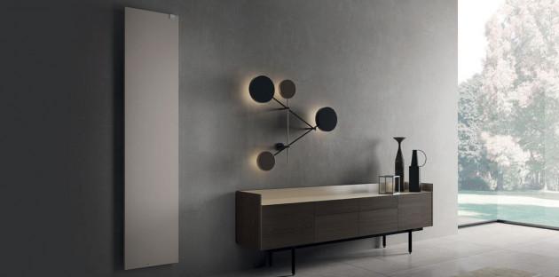 Radiateur mural gris dans une salle de bains design
