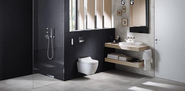 Douche à l'italienne moderne et minimaliste