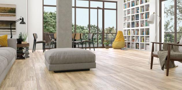 Carrelage imitation bois dans un séjour