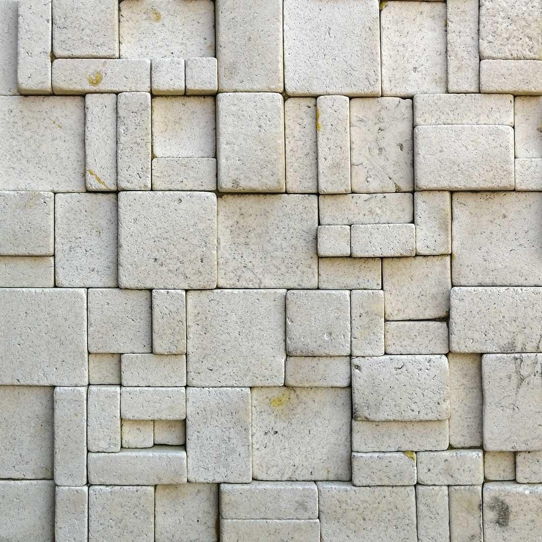 Mosaïque de pierres en relief beige