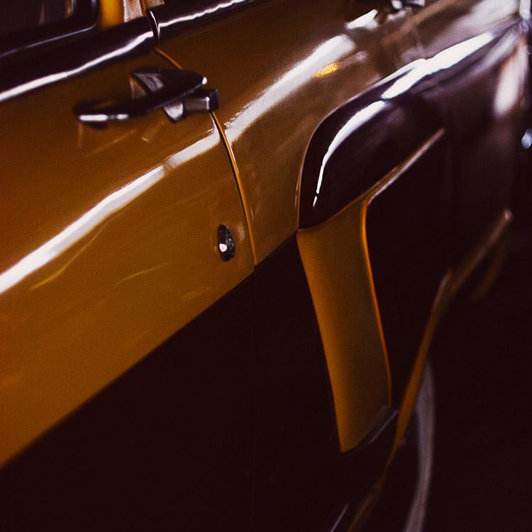 Porte voiture jaune bordeaux