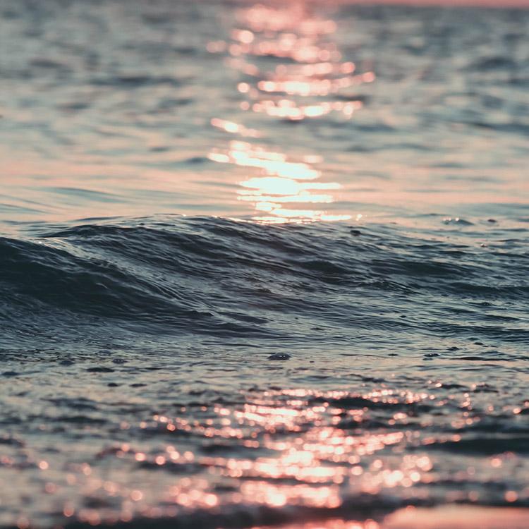 Soleil qui reflète sur la mer