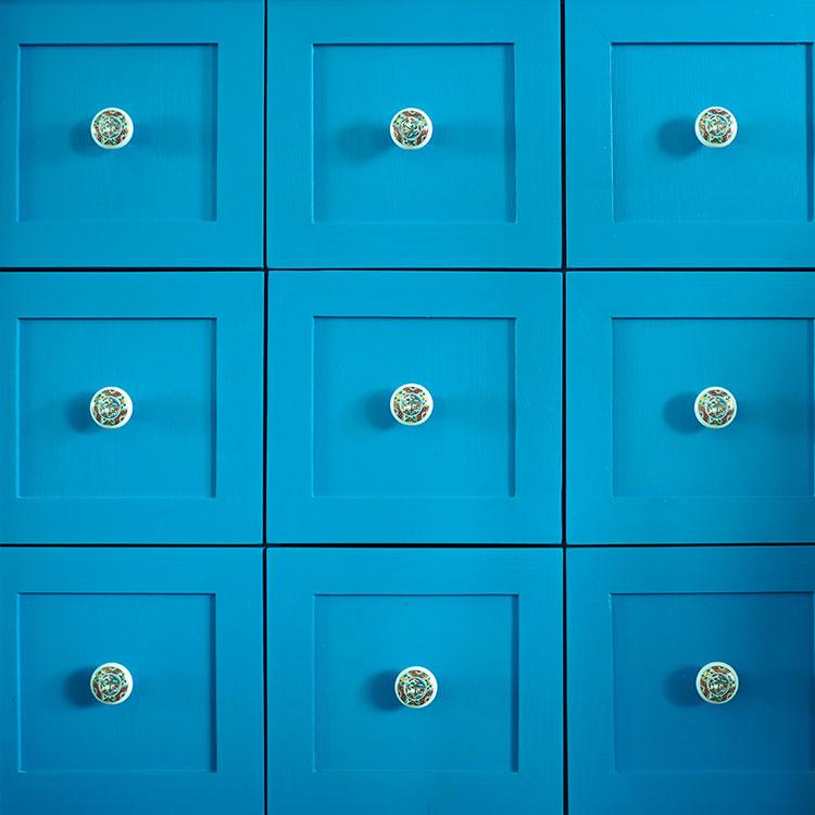 Des tiroirs bleus