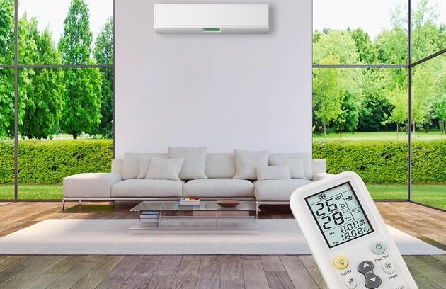 une télécommande qui permet de régler un climatiseur monobloc mural