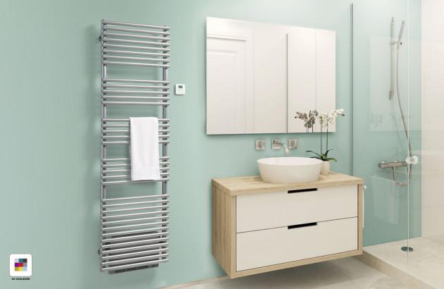 Sèche-serviettes Ouvéa Acova blanc dans une salle de bains