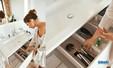 ensemble finition verre blanc avec miroir, armoire toilette et vasque céramique Keuco Edition 11 détail tiroir