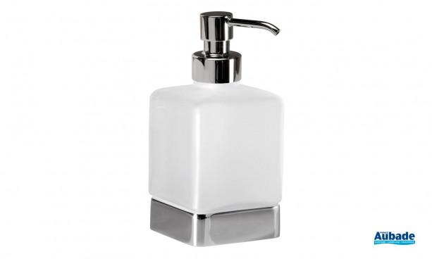 Accessoire distributeur de savon à poser coloris chromé de la gamme Cubo par Inda
