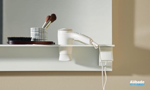 Prise et porte sèche-cheveux intégrés au miroir