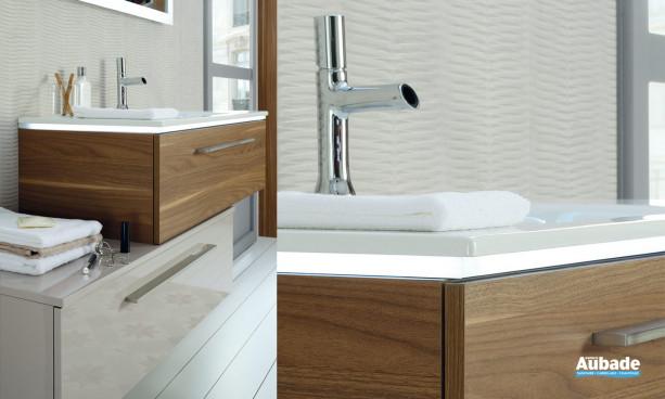 Meuble 1 niveau de rangement, décor bois noyer clair et bandeau LED, poignée métal