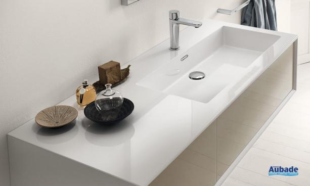 Plan vasque intégré en minéral marbre mat