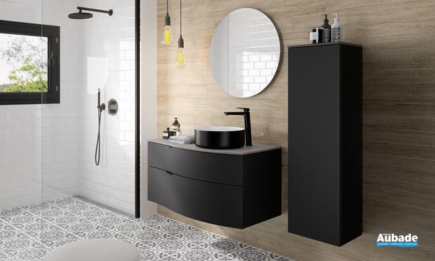 Meuble de salle de bains laqué noir mat Stiletto avec plan zébrano gris et vasque à poser noir et blanc mat de la marque Decotec
